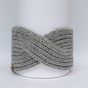 Handknitted headband English (fish bone stitch) 100% alpaca. Photographed from the front. Light grey color.