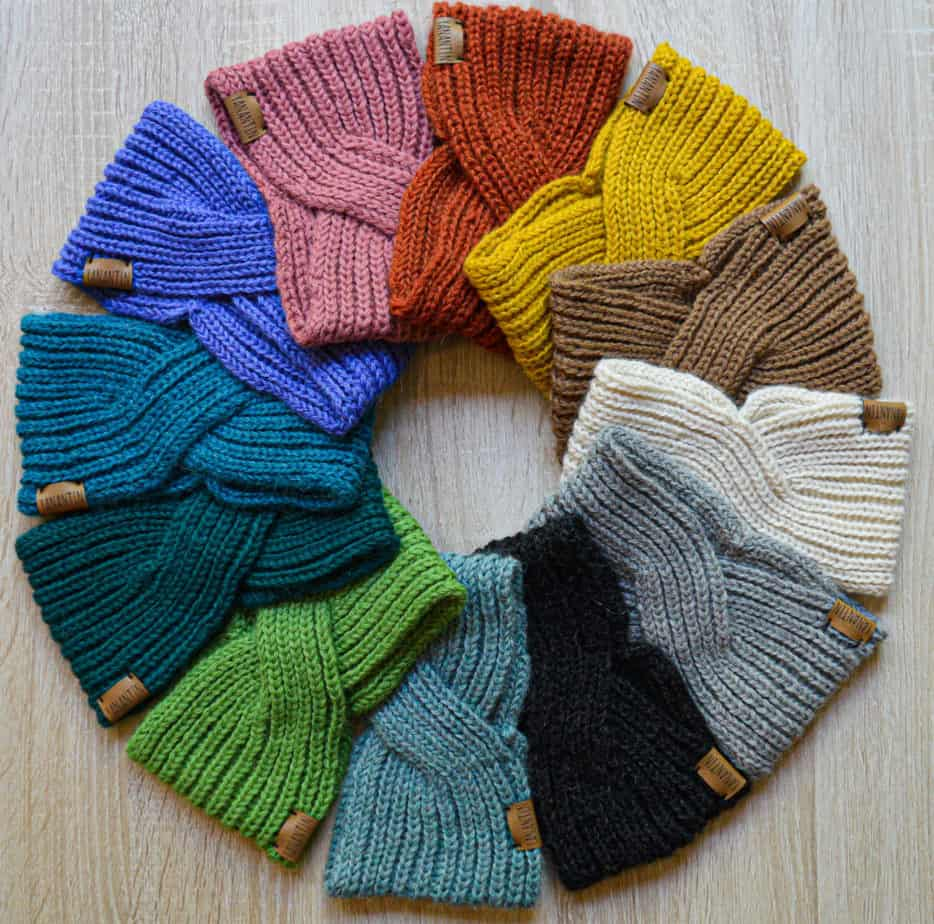 100% alpaca woolen headbands made with an English stitch. Different colors of wool. They are lined up in a circle.